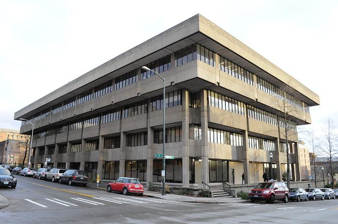 University_of_Washington_Schmitz_Hall_02