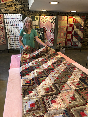 Aliceio-Heirloom-Quilt-Connie-Brown-Examining