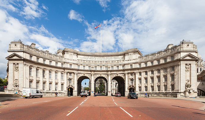 Arco_del_Almirantazgo%2C_Londres%2C_Inglaterra%2C_2014-08-11%2C_DD_186