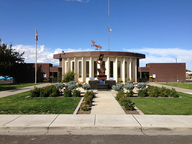 2014-09-21_15_22_48_Elko_City_Hall_in_Elko%2C_Nevada