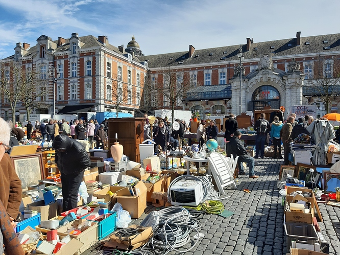 Flea_market_of_Brussels_03