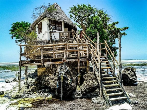 This Zanzibar Restaurant Becomes Its Own Island At High Tide