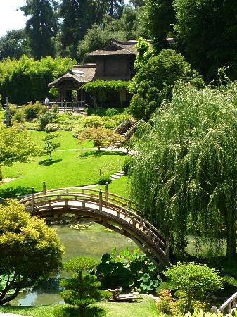 moon%20bridge-japanese-garden