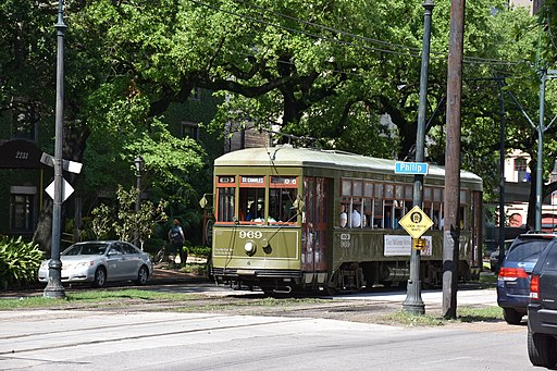 _Charles_Streetcar_New_Orleans