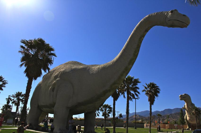 Cabazon-Dinosaurs-with-sun