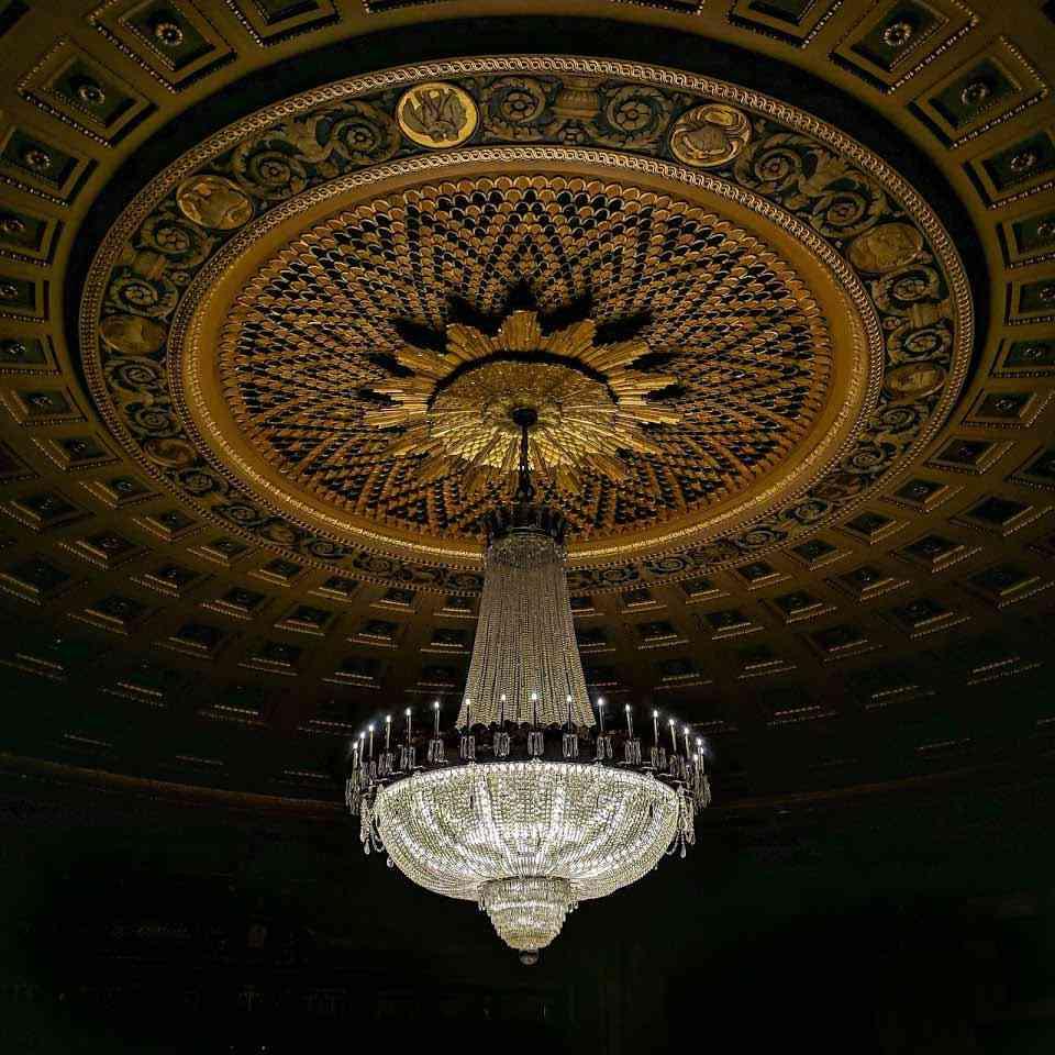 Eastman-Theatre-chandelier