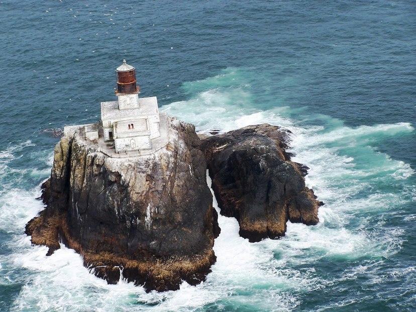 tillamookrocklighthouse