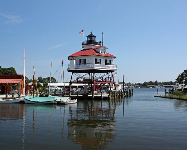 solomons-island--drum-point-lighthouse-reflecting-ronald-reid